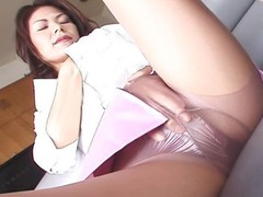 Watch this Japanese MILF take off her pantyhose and masturbate